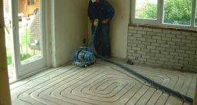 Frezen gleuven voor vloerverwarming 02