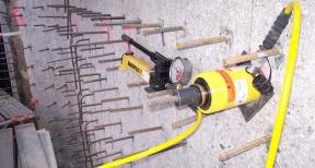 Verankeren en trekproeven betonmuur 01
